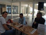 nasi chłopacy z mistrzem szachów heksagonalnych